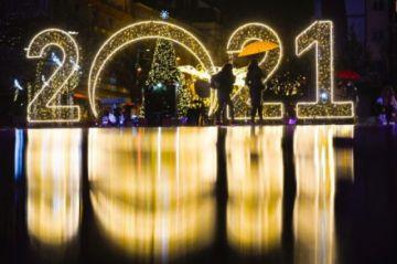 El mundo recibe el Año Nuevo bajo las imposiciones del coronavirus