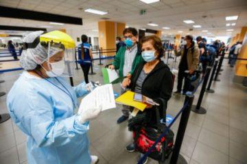 Autoridades dicen que aumento de casos en Perú es señal de segunda ola de covid-19