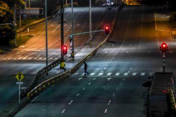 Colombia endurece restricciones para más de la mitad de su población por pandemia
