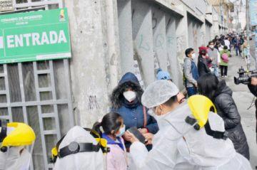 La Paz: Gobierno dice que pruebas masivas permitirán atención oportuna con más médicos