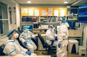 Aceleran aprendizaje de estudiantes de medicina en hospitales checos desbordados por pandemia