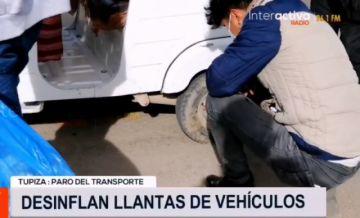 En Tupiza desinflan llantas de vehículos para hacer cumplir paro