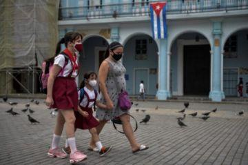 La Habana reduce el transporte y cierra escuelas para contener al covid-19