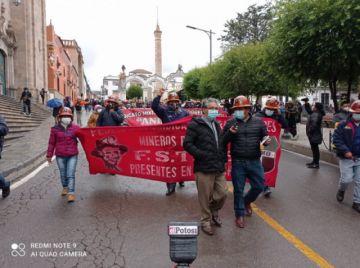 Mineros de Andacaba protagonizan la primera marcha laboral del año