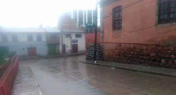 La lluvia consigue el encapsulamiento de la gente