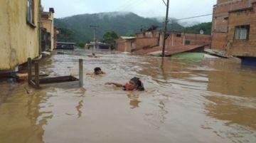 """Dos ríos  se desbordaron y se inundó """"casi la totalidad"""" del centro poblado de Guanay"""
