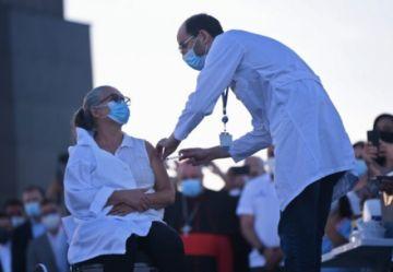 Biden prepara un plan contra el covid-19, y Brasil y Rusia avanzan con la vacunación