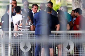 Cae la popularidad de Bolsonaro en plena segunda ola de la pandemia en Brasil