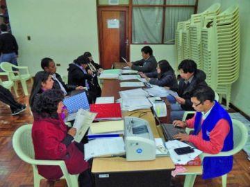 Programan evaluaciones y defensas dentro del proceso de institucionalizacion de cargos educativos