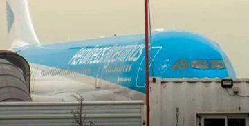 Llega a Argentina el vuelo que lleva el lote de vacunas para Bolivia