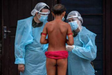Yanomamis denuncian muerte de nueve niños con síntomas de covid en Brasil