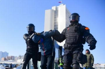 La policía rusa detiene a cientos de personas en manifestaciones pro-Navalni