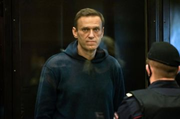 Opositor ruso Navalni es condenado a cumplir casi tres años de cárcel
