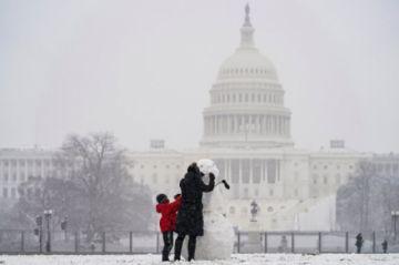 Inmensa nevada azota noreste de EEUU y suspende vacunación contra el covid