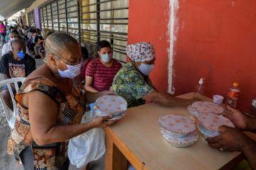 """Diez grandes favelas de Brasil lanzarán un """"Banco del G10"""""""