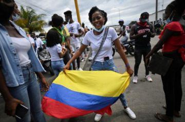 Cientos protestan contra la violencia en principal puerto colombiano del Pacífico