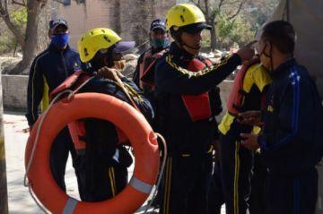 Reportan que hay tres muertos y 150 desaparecidos tras la ruptura de un glaciar en el Himalaya