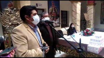 Gobernador de Potosí entrega ivermectina para combatir el coronavirus