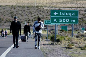Chile expulsa a 100 migrantes irregulares que ingresaron por la frontera con Bolivia