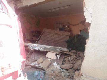 Reportan el choque de un camión contra una vivienda en Llallagua