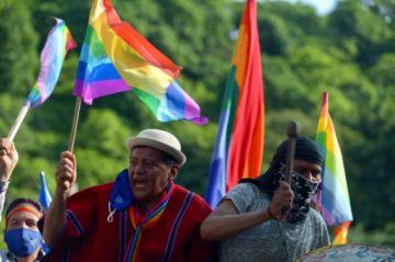 """Poderes de Ecuador piden """"transparencia"""" en disputado escrutinio presidencial"""