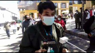 Ciudadanos se movilizan por bono de 1400 Bolivianos
