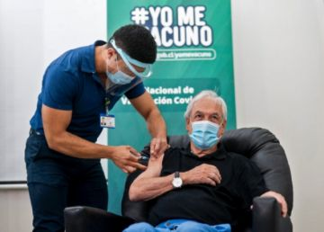Piñera se vacuna este viernes contra coronavirus y Chile supera los 1,5 millones vacunados