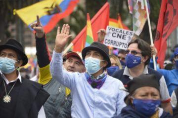 Indígenas exhiben su apoyo a Yaku Pérez, que insiste en recuento de votos en Ecuador