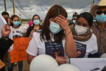 Familiares exigen justicia para enfermera muerta en sede policial en Honduras