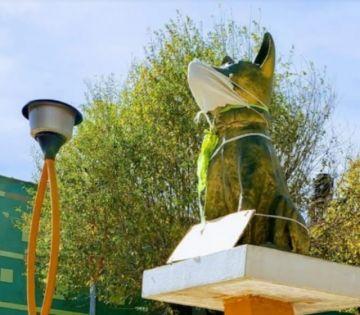 Continúa el robo de estatuas de bronce: ahora se llevaron al monumento al perro en San Roque