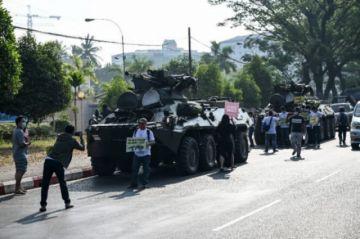 Los birmanos salen de nuevo a la calle pese al despliegue de tropas