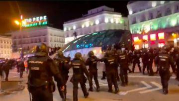 Hay disturbios en España por detención de cantante