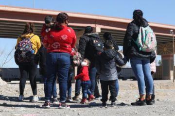 Solicitantes más antiguos y víctimas de violencia tendrán prioridad para esperar asilo en EEUU