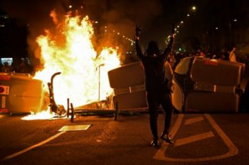 Reportan que hay cuatro arrestados en Cataluña en una nueva noche de protestas por el encarcelamiento de un rapero