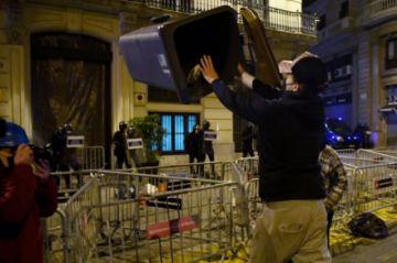 España vive la sexta noche de protestas en Cataluña por el encarcelamiento de rapero