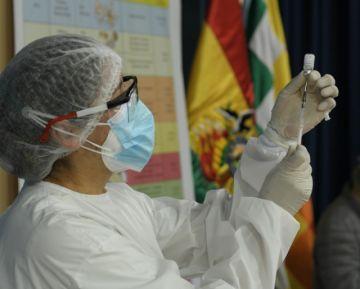 Gobierno advierte que paro médico pone en riesgo efectividad del plan de vacunación
