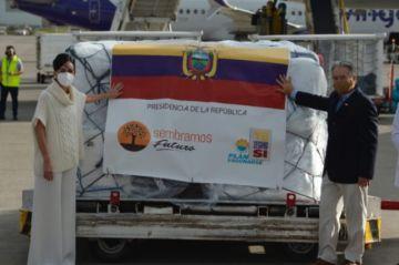 Renuncia ministro de Salud de Ecuador en medio de escándalo por vacuna anticovid