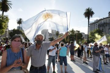 Surgen numerosas protestas opositoras en Argentina contra 'vacunación vip'