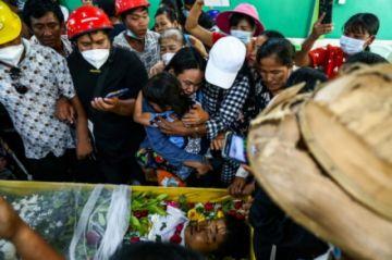 Un manifestante muere en una Birmania sometida a más presión internacional
