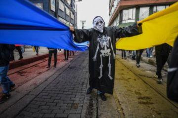 Cientos de comerciantes protestan en Bogotá contra las restricciones por la pandemia