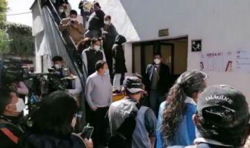 Ausencia de jurados marca las primeras horas de votación en Bolivia