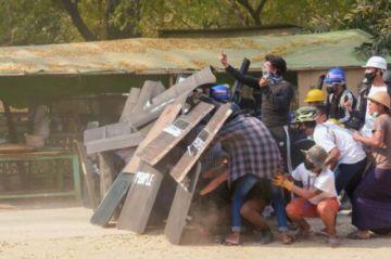 Miles de manifestantes protestan de nuevo en Birmania pese a la represión