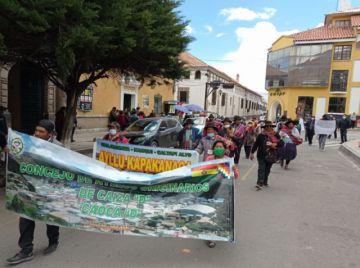 En marcha de protesta, Ayllus denuncian supuesto fraude en Caiza D