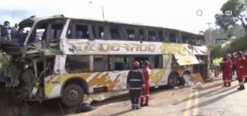 Accidente de bus deja al menos dos muertos y varios heridos en Cochabamba