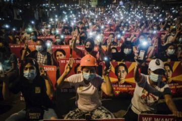 Reportan que hay tres muertos en manifestaciones en Birmania tras violenta noche de represión