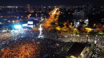 Concentración cruceña exige liberar a 'presos políticos' y advierte con salir a las calles
