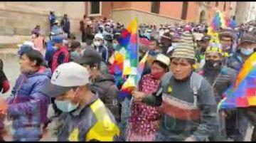 Marcha de afines al MAS llega a la plaza principal de Potosí