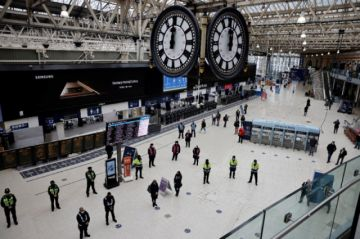 Reino Unido conmemora el aniversario del primer confinamiento con un minuto de silencio