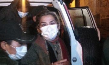 Cardiólogo afirma que la salud de Jeanine Añez es estable y descarta traslado a un centro médico