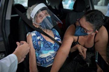 Brasil registra récord de muertos por covid en un día y sigue la polémica con AstraZeneca